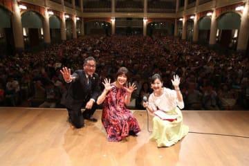NHKの大河ドラマ「西郷どん」パブリックビューイングに出演した水川あさみさん(中央) (C)NHK