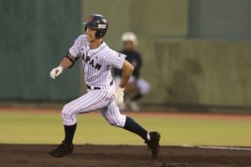 左越えの2点適時三塁打を放った侍ジャパンU-18代表・小園【写真:荒川祐史】