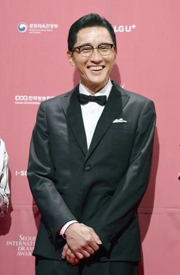 ソウルドラマアワーズの授賞式を前に、笑顔を見せるテレビドラマ「孤独のグルメ」に出演する俳優松重豊さん=3日、ソウル(共同)