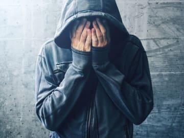 エスカレートした性的衝動が抑えられず、性犯罪などの事件につながるケースは残念ながら後を絶ちません。性的衝動の問題点・対策法を精神医学的観点から詳しく解説します。