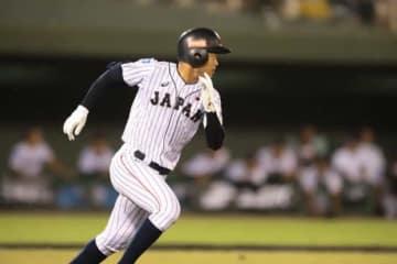 二塁打を放ちサイクル安打を達成した侍ジャパンU-18代表・根尾【写真:荒川祐史】