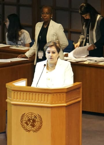 国連気候変動枠組み条約の会合で発言するエスピノサ事務局長=4日、バンコク(共同)