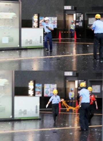 強風のため落下してきたガラスなどの落下物から逃げる駅員ら(2枚とも4日午後、下京区・JR京都駅)