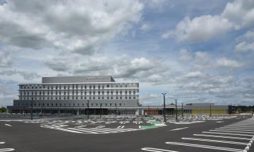 10月1日開院予定の県西部メディカルセンター=筑西市大塚