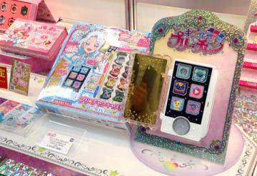 「クリスマスおもちゃ見本市2018」のタカラトミーアーツブースに展示された「キラッとプリ☆チャン」の玩具「プリ☆チャンキャスト アンジュDXセット」