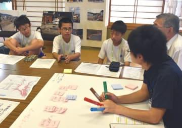 時系列別に津波発生時の行動を確認する赤崎中の生徒