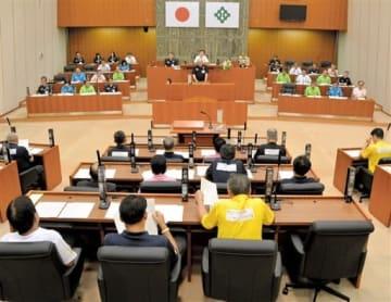 福井県福井市の財政再建問題などを審議している福井市議会=8月27日、福井市議会議場