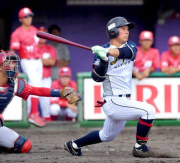 日本新薬-ミキハウスベースボールク 9回表日本新薬1死二塁、先制の適時二塁打を放つ田中(わかさスタジアム京都)