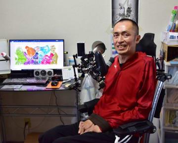 自宅で1日約3時間、制作活動する前田さん。「障害者スポーツの素晴らしさを広めたい」と意気込む=市原市
