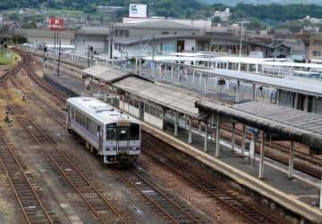 三次駅に停車したまま駅から出られない列車