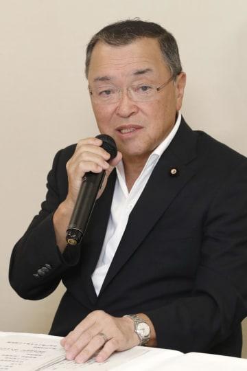 インタビューに答える自民党の宮沢洋一税制調査会長