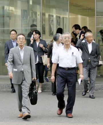 日本航空の安全啓発センターを見学した笹子トンネル事故の遺族ら=6日午後、羽田空港