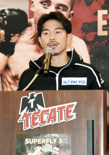 現役復帰戦に向けて記者会見するボクシングの井岡一翔=6日、ロサンゼルス(共同)