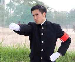 3年ぶりの神大応援団総部のリーダーになった宮脇健也さん=神戸市灘区六甲台町