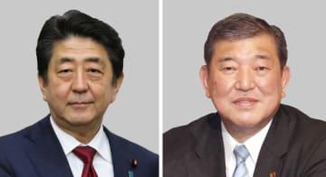 安倍晋三首相(左)、自民党の石破茂元幹事長