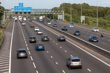 イギリスの高速道路 (c) 123rf