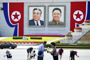 北朝鮮建国70年の祝賀行事に向け飾り付けされた平壌の金日成広場=7日(共同)
