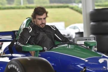 アロンソがロードコースでインディカーをテスト。