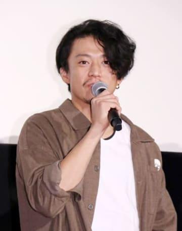 映画「銀魂2 掟は破るためにこそある」の大ヒット記念イベントに登場した小栗旬さん