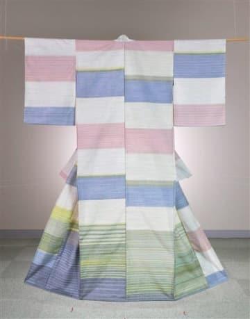 グランプリの熊日賞に選ばれた大野典子さんの染織「紬織のきもの」