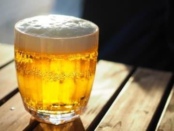 ビールに氷を入れて飲むのはアリ?