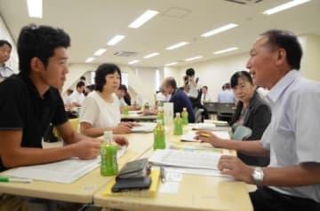 障害者雇用について課題や悩みを共有する参加者