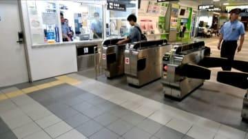 運用が開始された自動改札機=9月8日、福井県福井市のJR福井駅