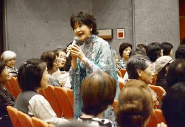 清らかな歌声を披露した芹洋子さん=9月8日、福井県福井市のフェニックス・プラザ