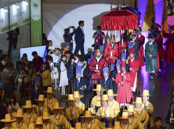 9日、ソウルで開かれた「日韓交流おまつり2018 in Seoul」で再現された朝鮮通信使(共同)