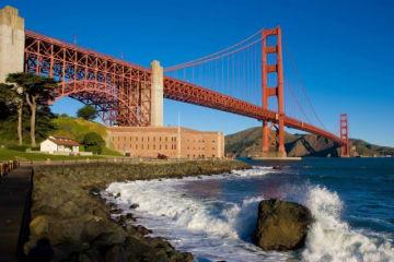 サンフランシスコのシンボル、ゴールデンゲートブリッジ - George Rose / Getty Images
