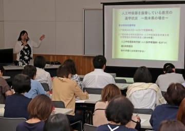 医療的ケア児の通学支援について考えた講演会=長崎市立図書館