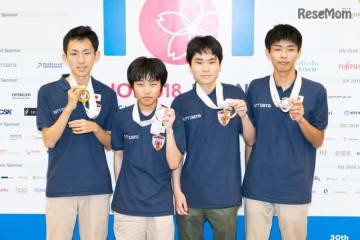 メダルを獲得した日本代表選手の(左から)井上さん、清水さん、行方さん、細川さん