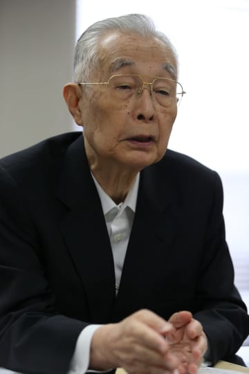 インタビューに応じる高田勇元知事=2016年1月、長崎市内