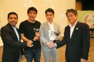 九州代表として日本予選に出場する木原さん(右から2人目)と後藤さん(同3人目)