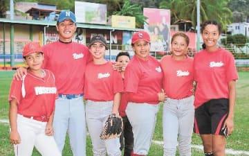 異国の野球盛り上げ ニカラグア初、女子チーム創設