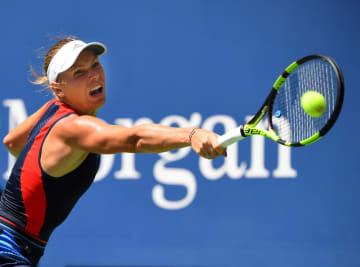 全米オープン1回戦でプレーするキャロライン・ウォズニアッキ=8月28日、ニューヨーク(USA TODAY・ロイター=共同)