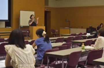 大阪国際大の谷口准教授が登壇した2回目の公開研究会(京都市伏見区・龍谷大深草キャンパス)