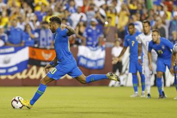 エルサルバドルとの国際親善試合で先制点を挙げたブラジルのネイマール=11日、米メリーランド州(USA TODAY・ロイター=共同)