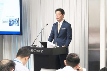 「ソニーESG説明会」で発言する神戸司郎常務。9月10日。