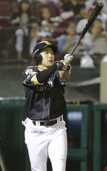 4回ソフトバンク無死、柳田が右越えに本塁打を放つ=楽天生命パーク