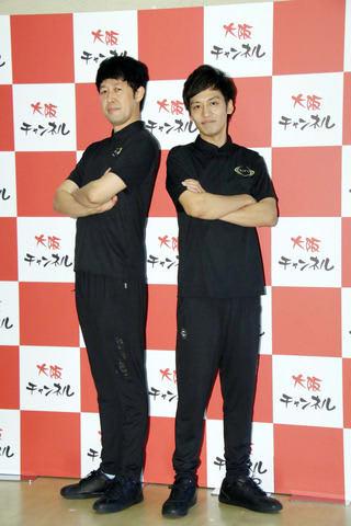 「笑イザップ」の発表会に登場した小籔千豊さん(左)と村田秀亮さん