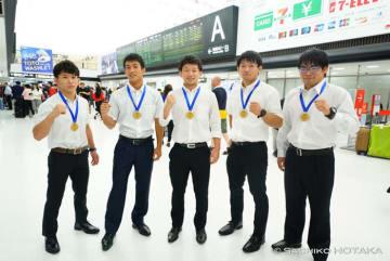 メダル獲得選手。左から55kg級銀・片桐大夢(拓大)、60kg級銀・河口清(九州共立大)、63kg級金・北岡佑介(自衛隊)、72kg級銀・山本貴裕(日体大大学院)、82kg級銀・藤井達哉(青山学院大)