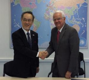 池田副学長(左)(提供写真)