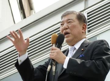 長崎市で街頭演説する自民党の石破元幹事長=13日