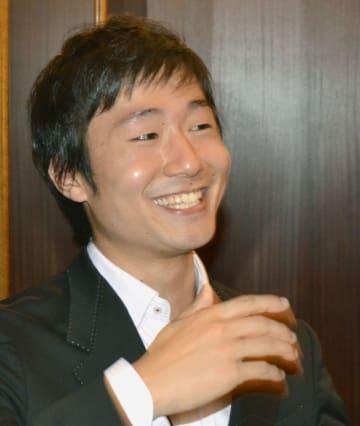 第1回ショパン国際ピリオド楽器コンクールの本選の演奏を終え笑顔を見せる川口成彦さん=12日、ポーランド・ワルシャワ(共同)