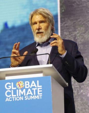 気候行動サミットの全体会合で演説する俳優のハリソン・フォードさん=13日、米サンフランシスコ(共同)