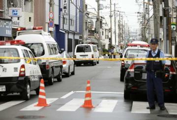 大阪・生野署員が不審車に発砲した現場付近=12日、大阪市生野区