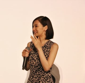 映画「響 -HIBIKI-」の初日舞台あいさつで涙を見せた北川景子さん