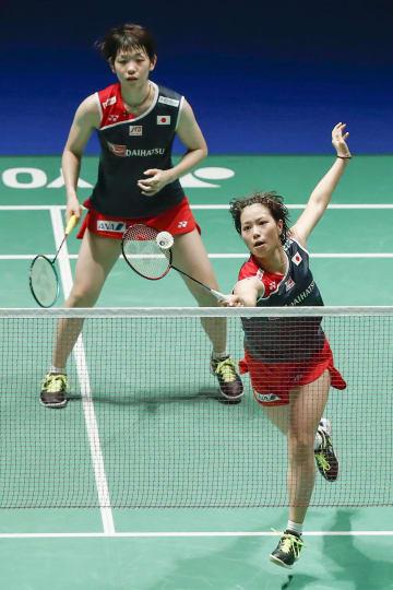 女子ダブルス準々決勝でタイ組にストレート勝ちした福島(右)、広田組=武蔵野の森総合スポーツプラザ