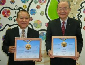 (左から)島袋会長、平井評議員会会長